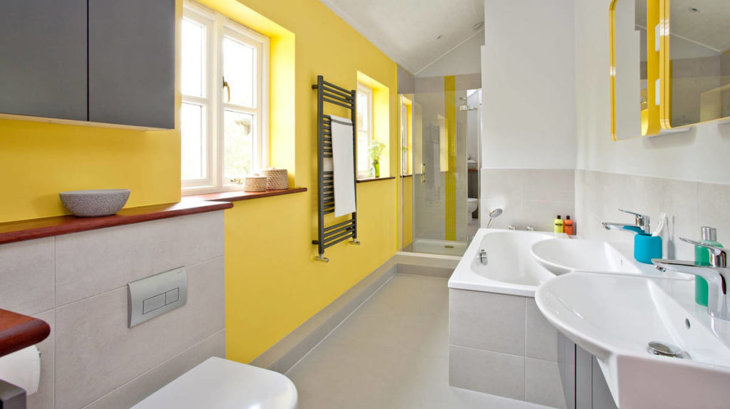 logis_yellow-bathroom-ambiance_instil_16x9