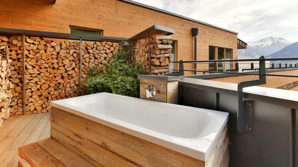 metris-mixer-hotel-das-goldberg-bathtub_ambiance_16x9