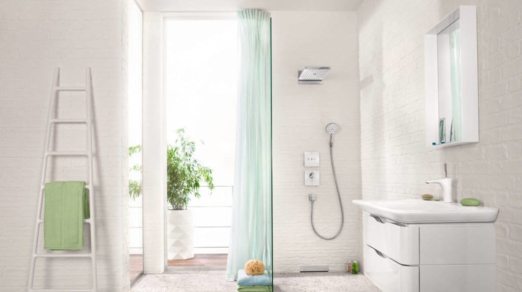 pura-vida-110_bright-bathroom_partial-ambiance_16x9