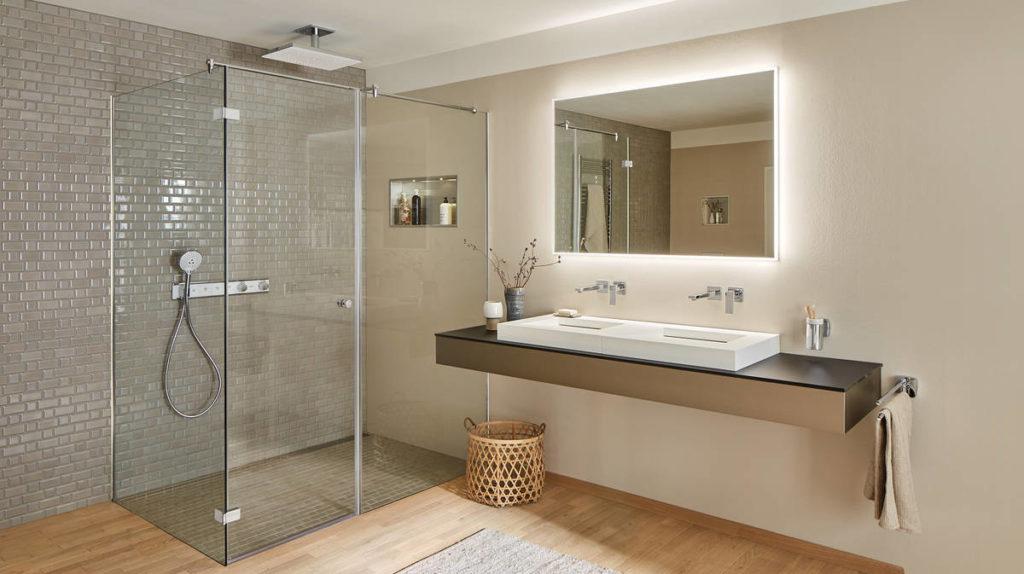 pura-vida-bathtub-mixer_black-white-bathroom_ambiance_16x9