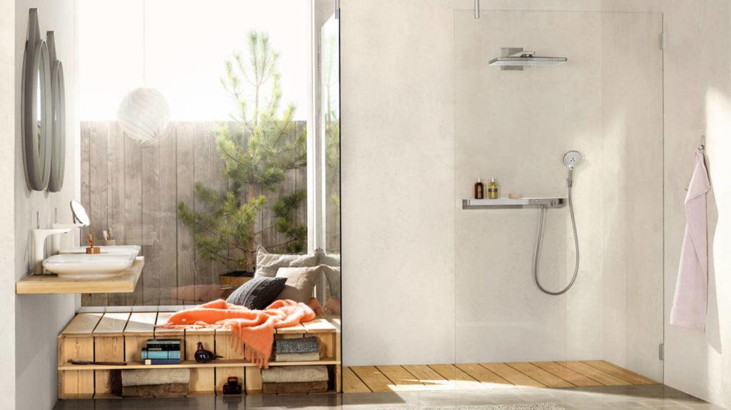 rainmaker-select-460_spacious-bathroom_ambiance_16x9